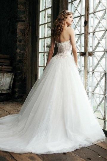 Wunderschönes weißes bodenlanges Brautkleider/Ballkleider mit Hof Schleppe