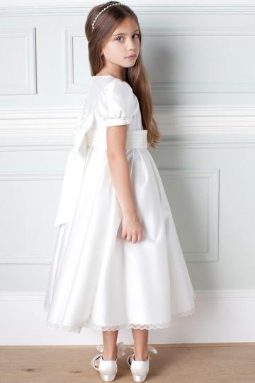 Schlichtes weißes langes Kleider mit Schleife verziertes für Kinder zur Kommunion aus Satin