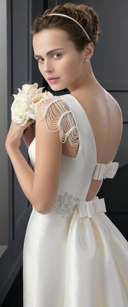 Langes weißes Brautmode mit  Cap Ärmel