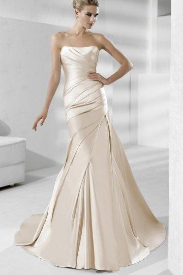 Schlichtes langes champagner Brautkleider
