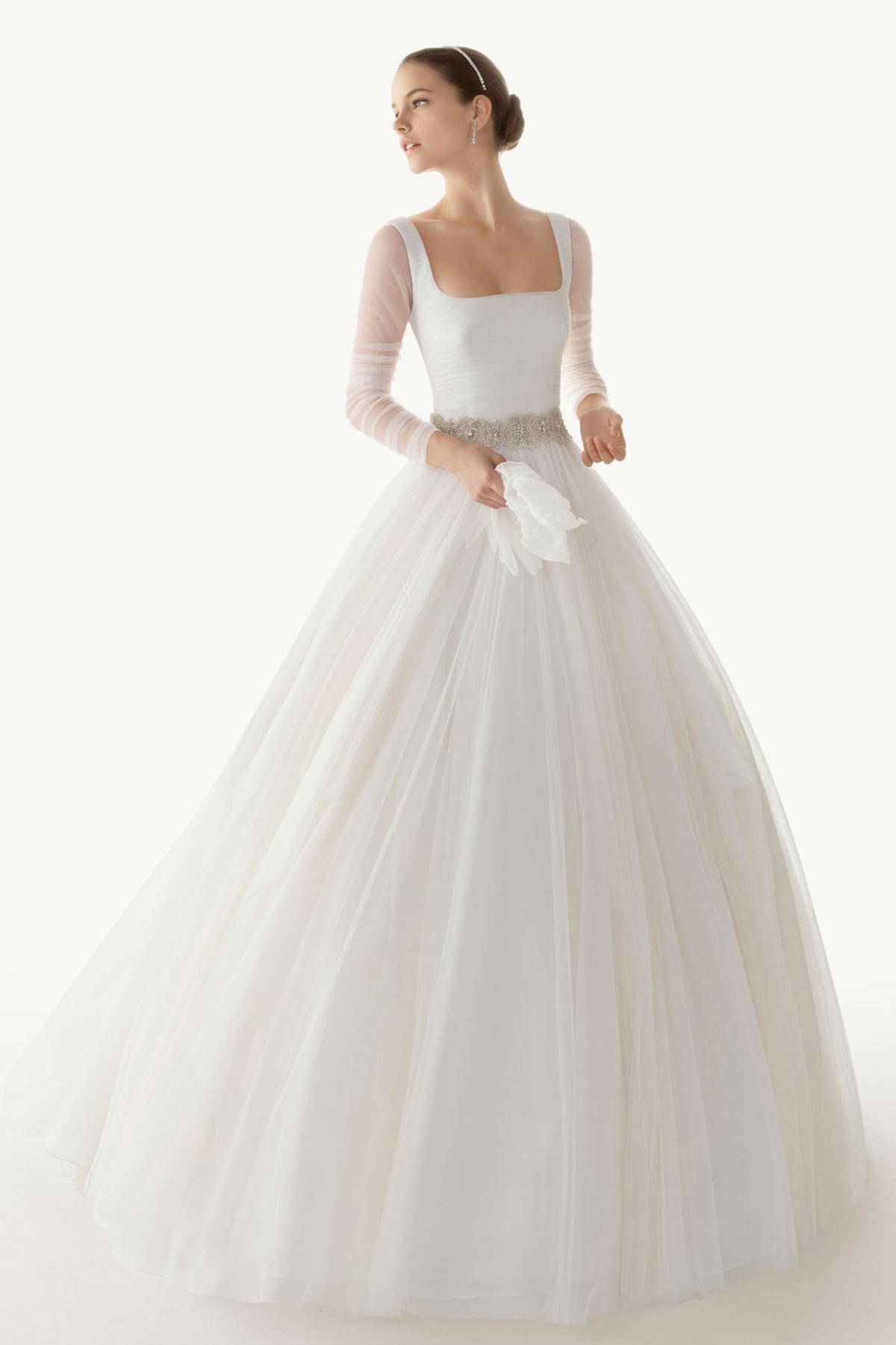 Langes weißes schlichtes Brautmode