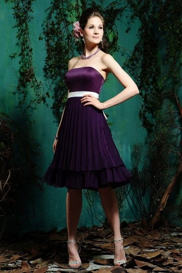 Elegantes knielanges lila Brautjungfernkleider