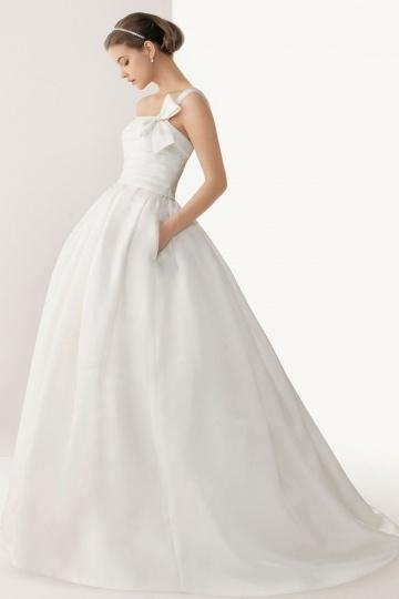 Schönes trägerloses Brautkleider
