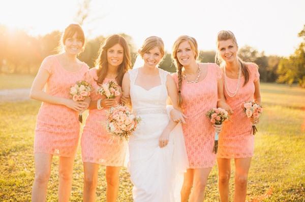 Elegante Brautjungfernkleider in Rosa aus Spitze