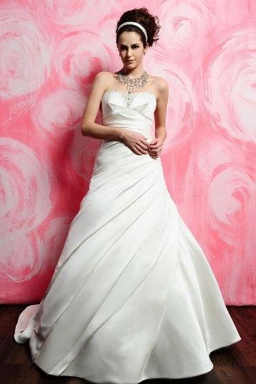 Schönes weißes Brautkleider aus Satin