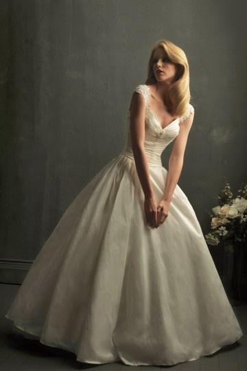 Schönes Elfenbein Brautkleider