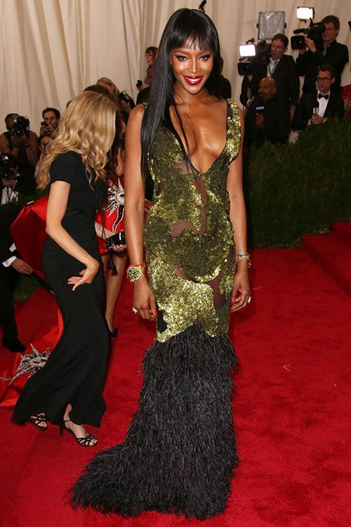 Met_Gala_2015_Red_Carpet_Fashion_Naomi_Campbell