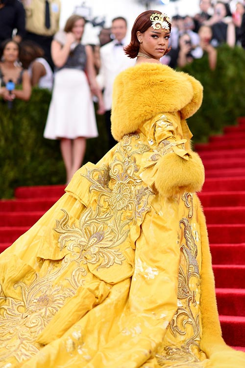Met_Gala_2015_Red_Carpet_Fashion_Rihanna