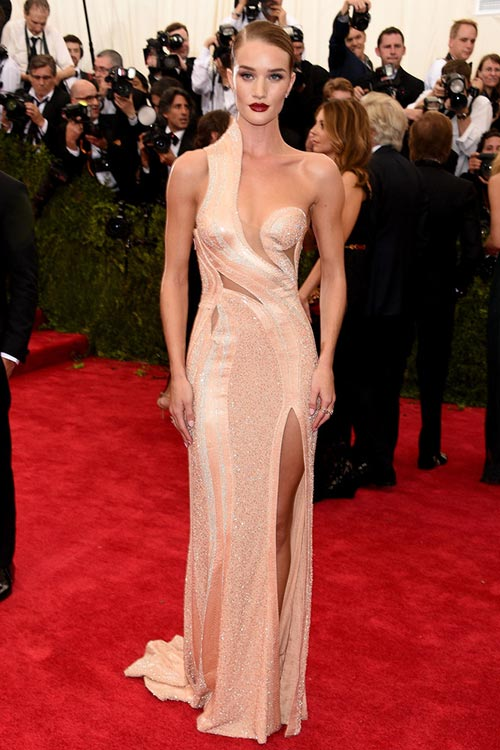 Met_Gala_2015_Red_Carpet_Fashion_Rosie_Huntington_Whiteley