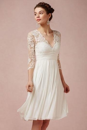 Schönes Knielanges Ivory Brautkleid mit Ärmeln