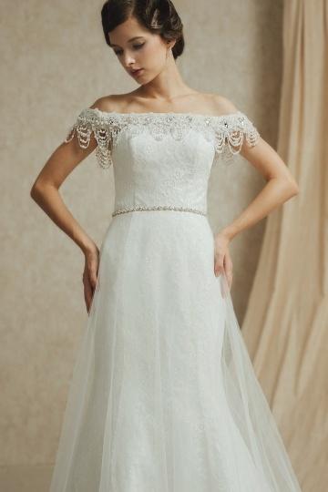 Elegantes Off Schulter Ivory Brautkleider
