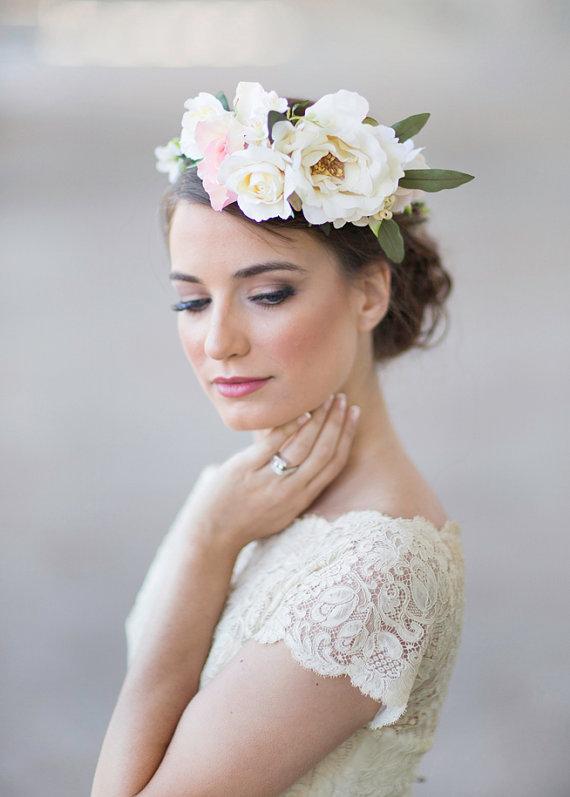 Blume-Kronen und Kränze