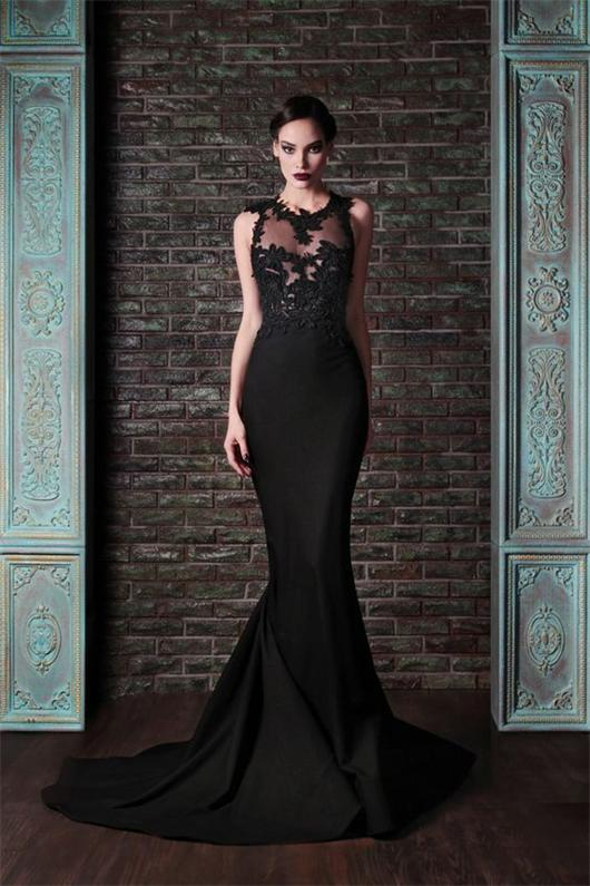 Schönes schwarzes Brautkeider