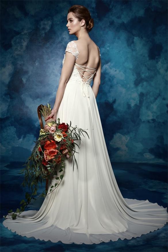 Chiffon-Rückenfrei-Brautkleid-in-Ivory