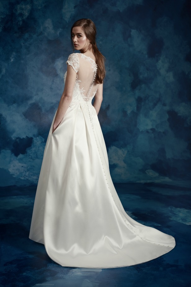 Elegant-Brautkleid-Ivory