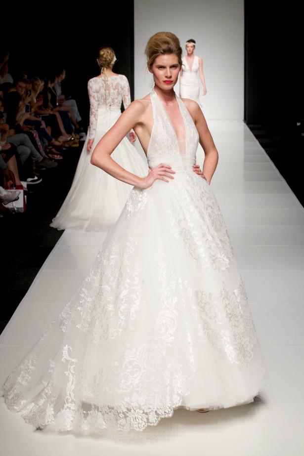 Halter-V-Ausschnitt-Ivory-Tüll-Brautkleid