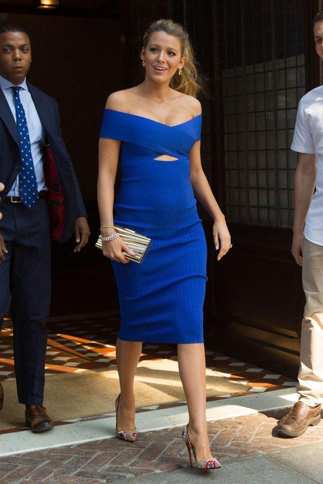 Blake-Off-Schulter-Blau-Etui-Linie-Schwanger-Abendkleid