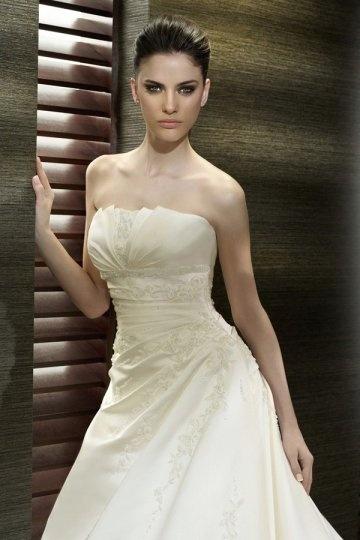 Elegant-Trägerlos-Ivory-Brautkleid-Persunkleid